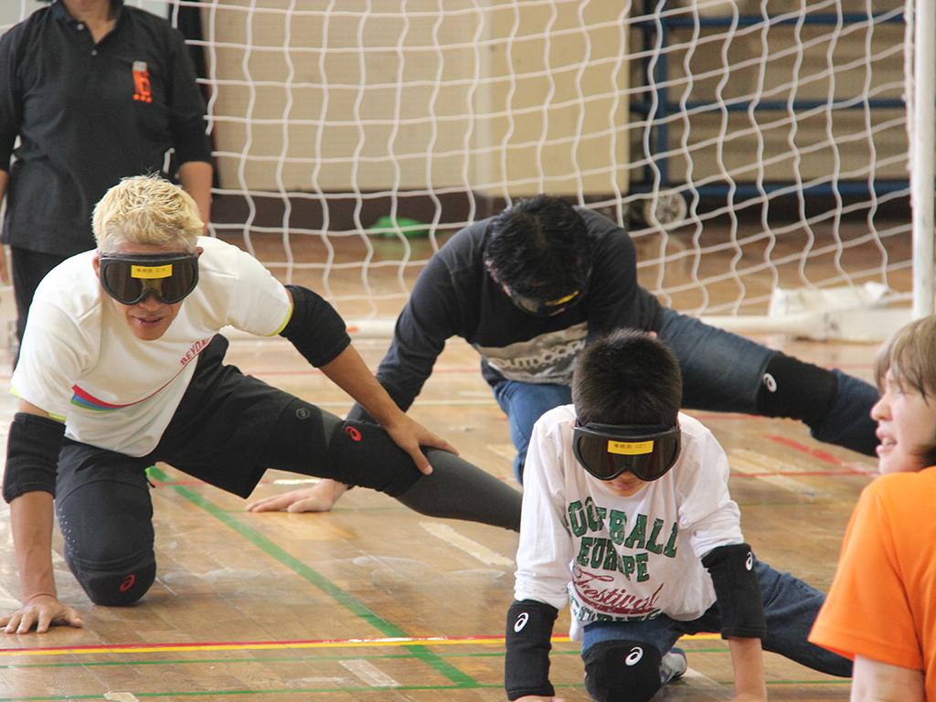 速く力強いボールを全身で受け止める勇気と緊迫した心理戦。支えるのは小さな気遣い ~ゴールボール体験会~
