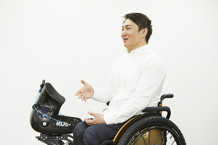 チェアスキー日本代表のエース、森井大輝。ランドクルーザーで颯爽と登場!
