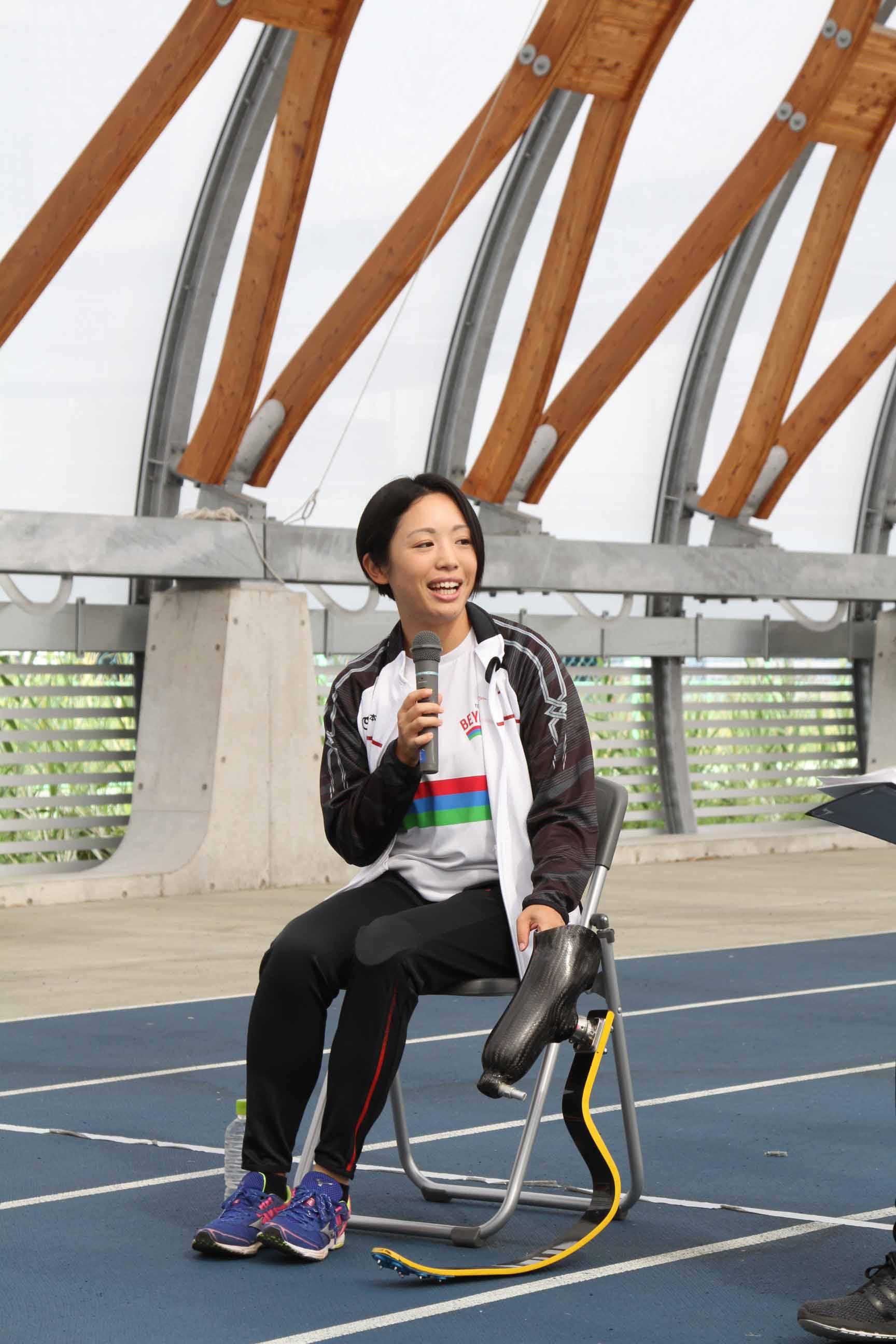 「義足は相棒みたいな存在」髙桑早生選手(陸上競技)と一緒に、初めてのブレード体験