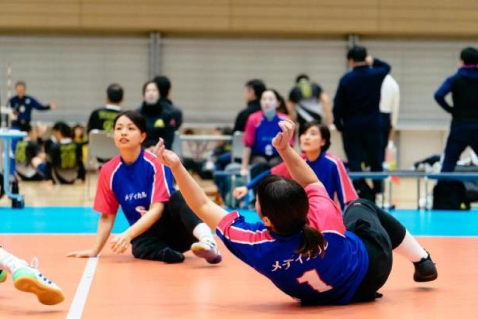 スピーディに展開する試合から一瞬たりとも目が離せない!「日本シッティングバレーボール選手権大会」を観戦