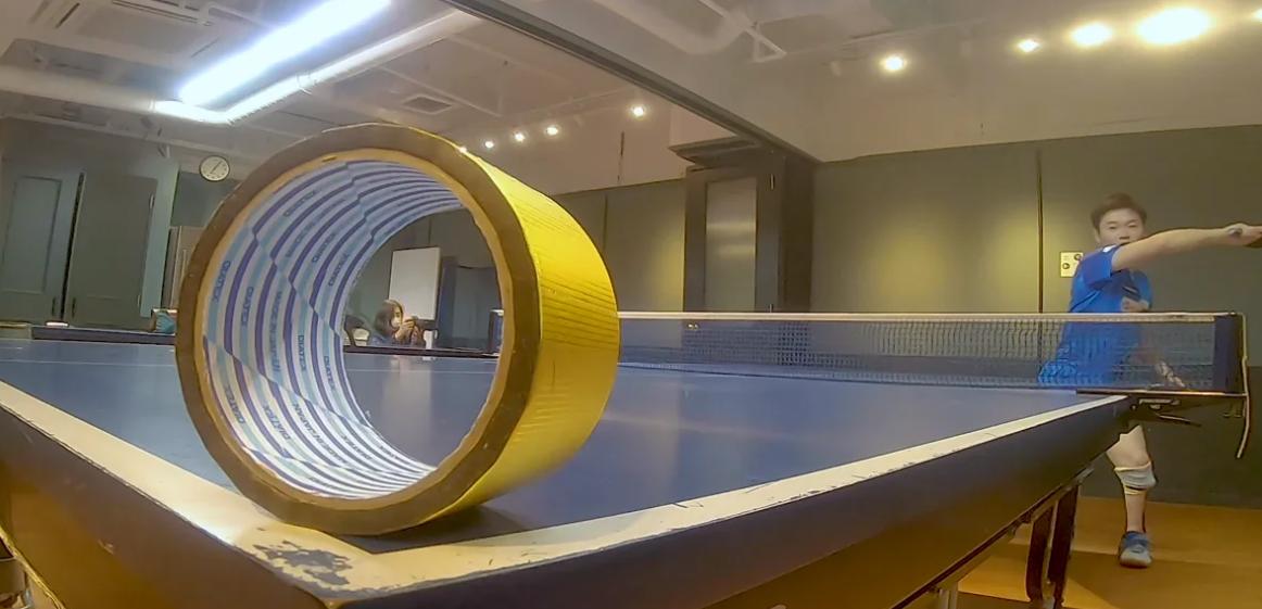 軌道の美しさにまでこだわる!動く輪の中心を打ち抜くミラクルサーブ (メイキング映像)【閲覧スタンプ非対応】