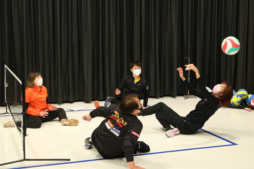 大林素子さんが華麗にアタック! 荻上チキ・Session&TEAM BEYOND「シッティングバレーの魅力を知る・わかる・体験する!」レポート